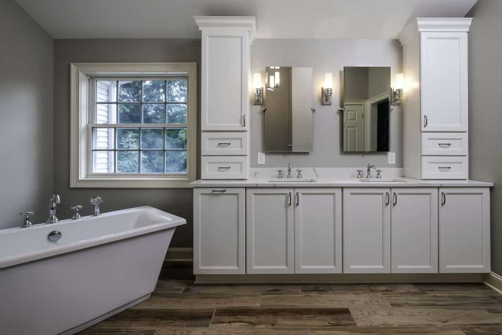 new bathroom tub and sink